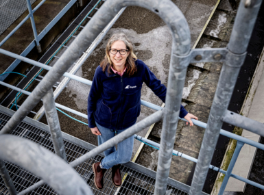 Gryaabs vd Karin van der Salm står ute på anläggningen.