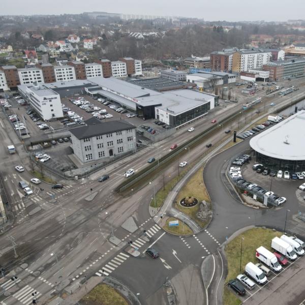 Vy över korsningen Mölndalsvägen och Kroksslättsparkgata där Gryaab ska bygga nya ledningar